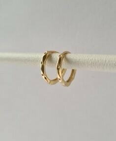 Tiny gekreukelde oorringetjes goud/925 sterling zilver