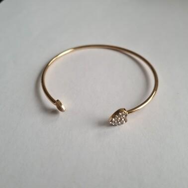 Hartje met steentjes armband goud