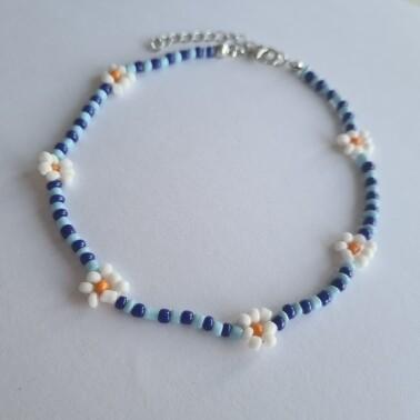 Madeliefjes enkelbandje met blauwe kraaltjes zilver