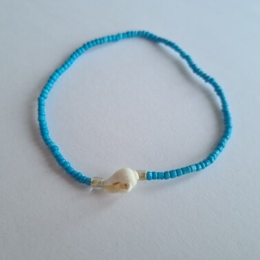 Blauwe kralen met schelpje enkelbandje