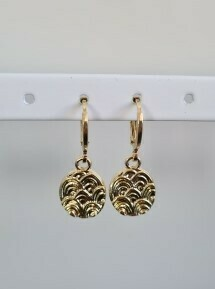 Mini wave coin oorbellen goud