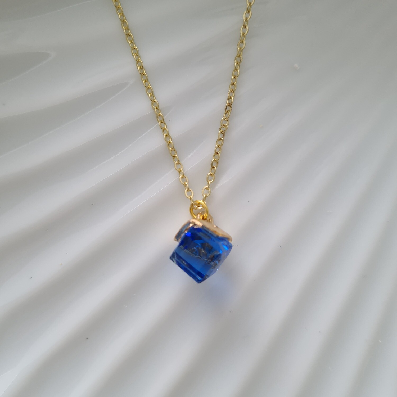 Gekleurd blokje ketting blauw/goud