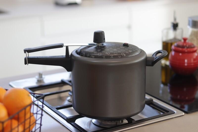 7L Non-Stick Pressure Cooker