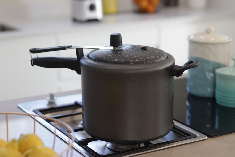 4,5L Non-Stick Pressure Cooker