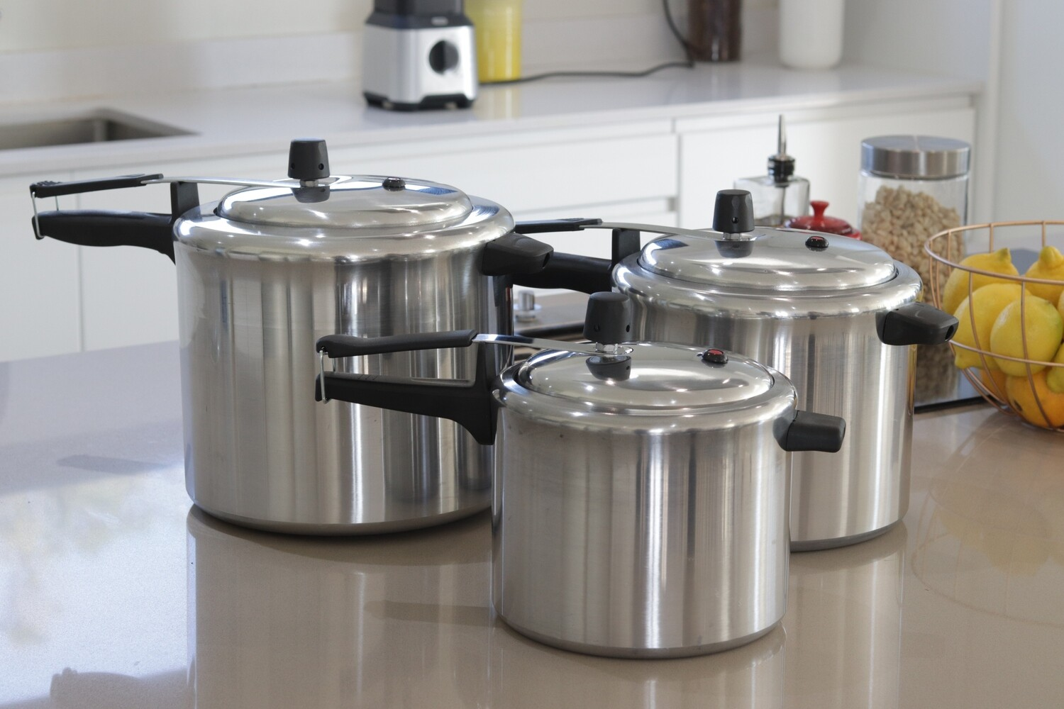 Polished Aluminium Pressure Cooker Full Set