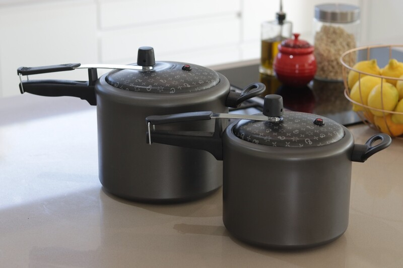 Non-stick Pressure Cookers Set