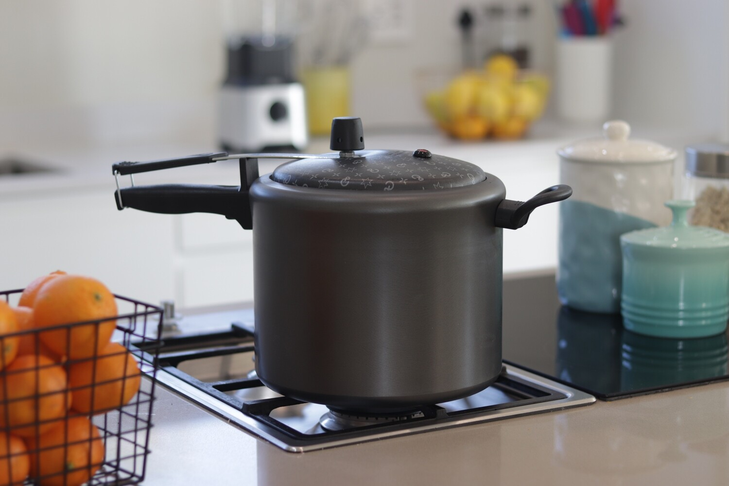 Non-stick Pressure Cooker and Braai Combo