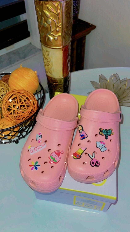 Crocs & charm pink