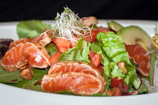 Salmon Tataki Salad