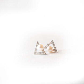 Cultured Pearl Diamond Triangle