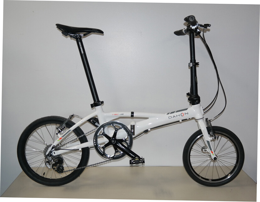 Nomadic's Dahon Visc SL9/349 with upgraded 349 iso Velocity Aeroheat Rear Wheel (Cloud White)