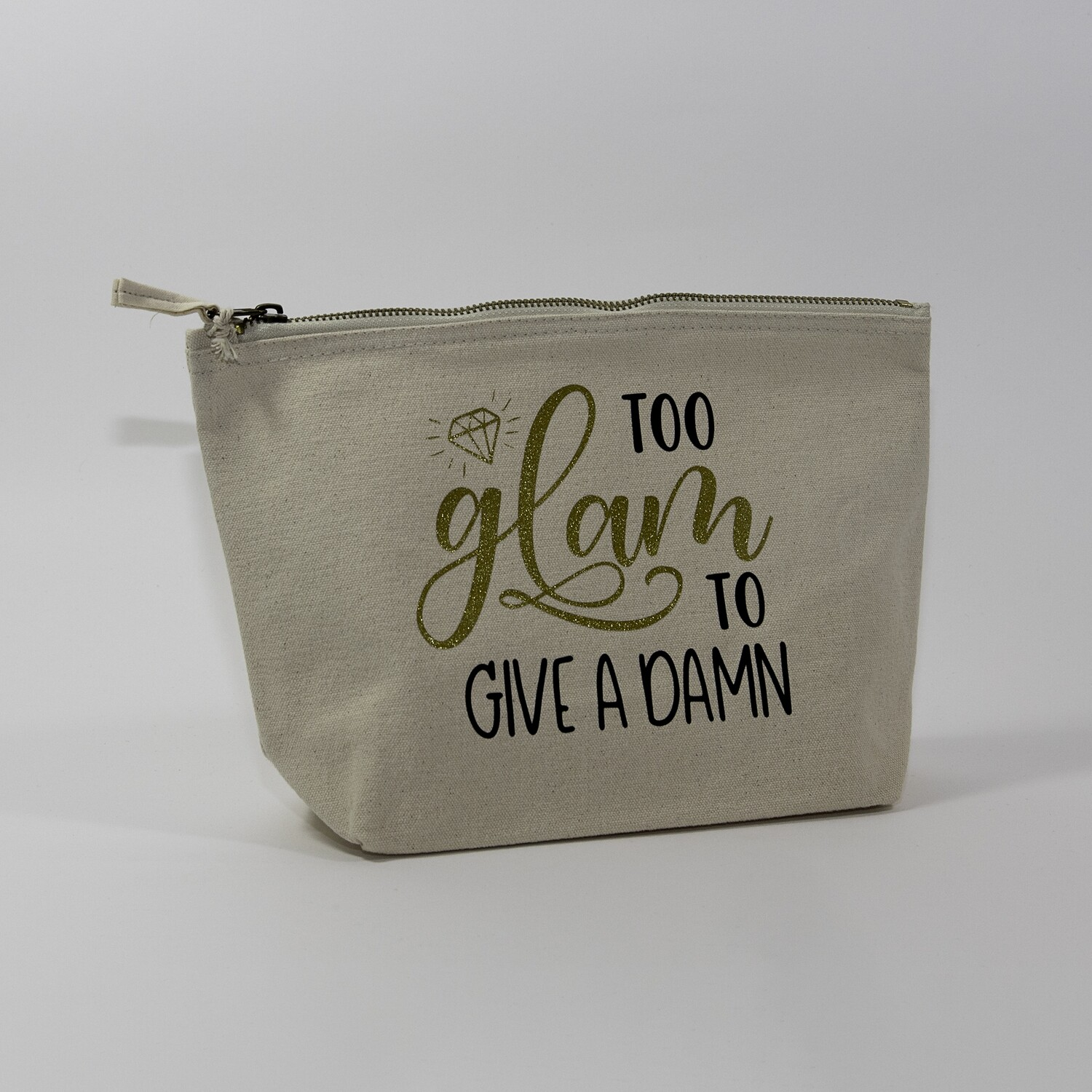"""Toilettas met opdruk """"Too glam to give a damn"""""""