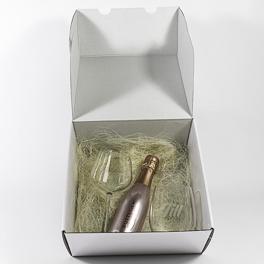 Geschenkpakket glazen + flesje bubbels (gepersonaliseerd)