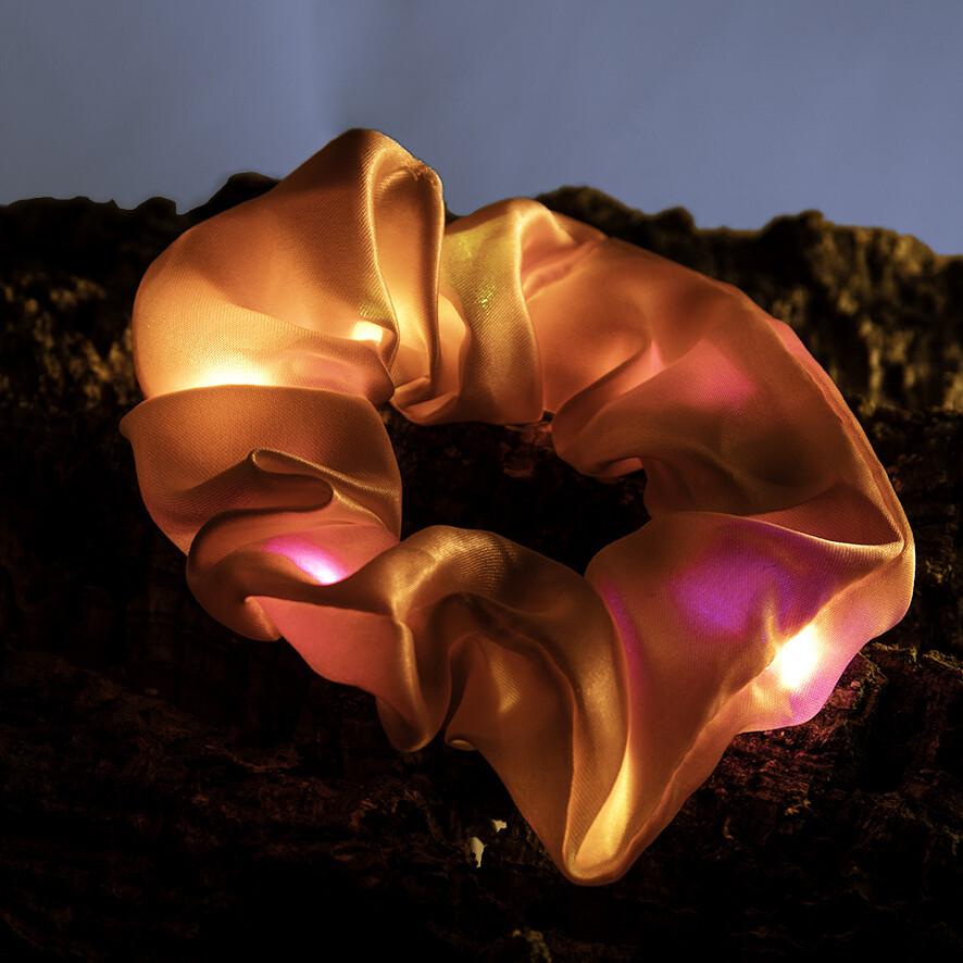 Lichtgevende scrunchie - zalmroos