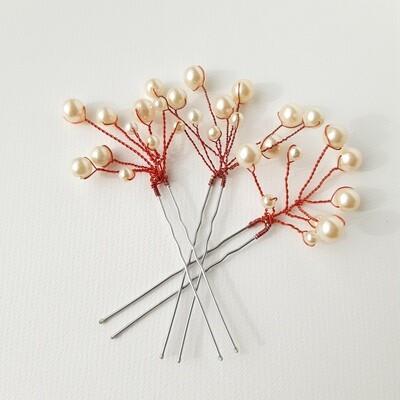 Haarpins - set van 3 pins met rode draad en parels