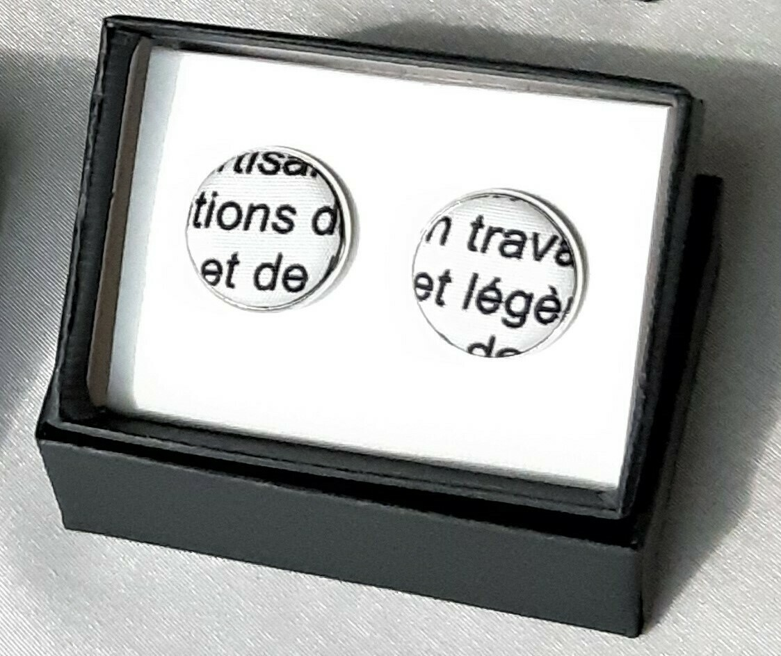 Manchetknopen met Franse tekst: schrift cursief