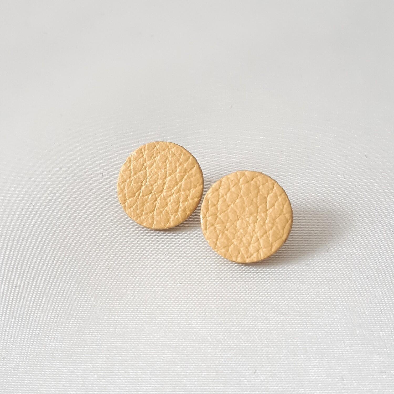 Oorbellen in mosterd beige met een gouden randje - diam: 1,7cm