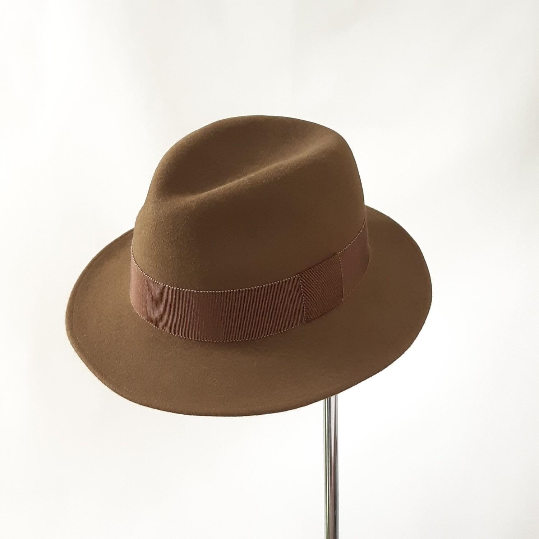 Winter hoed model Trilby in camel haarvilt