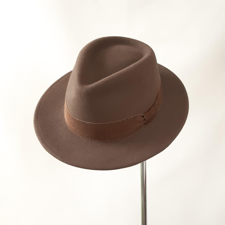 Winter hoed model Teardrop in taupe haarvilt