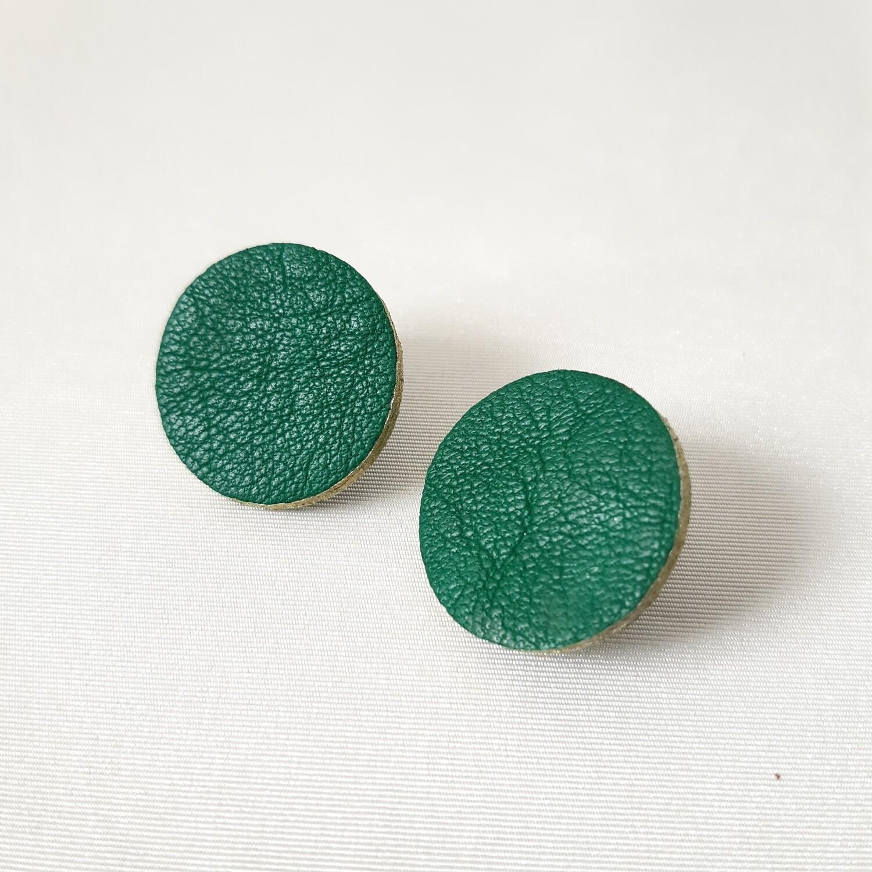 Oorbellen met een gouden randje - groen - diam: 2,4 cm