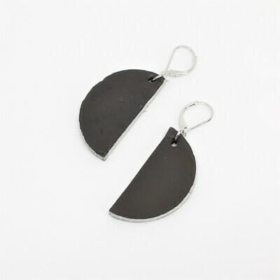 Oorbellen met een zilveren randje - donker bruin leder
