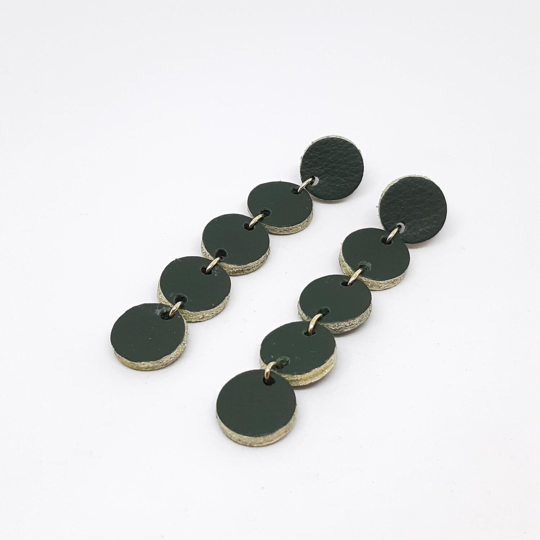 Oorbellen in donker groen leder met een gouden randje - 5 bolletjes