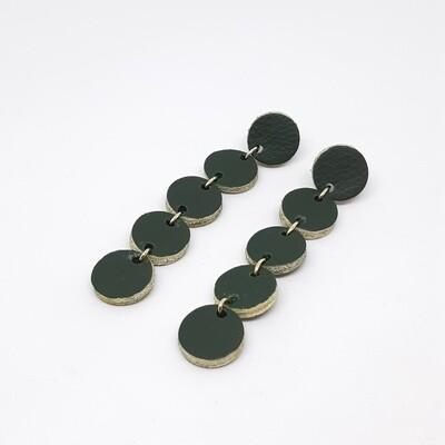 Oorbellen met een gouden randje - donker groen