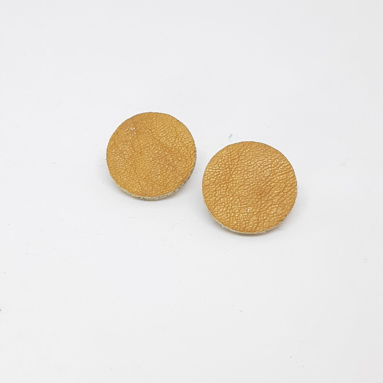 Oorbellen in cognac leder met een gouden randje - diam: 2,4 cm