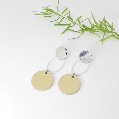 Oorbellen zilver rodium stekers en ovaal met een zilveren randje - ecru - diam: 2,2 cm