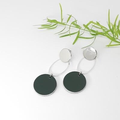 Oorbellen zilver rodium stekers en ovaal met een zilveren randje - donker groen - diam: 2,2 cm
