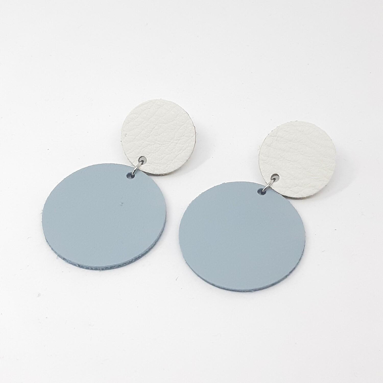 Statement oorbellen duo color - wit & licht blauw leder