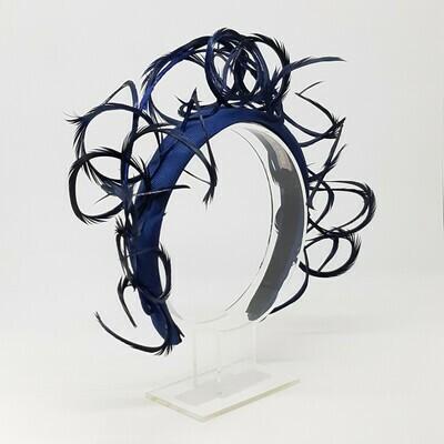 Diadeem in donker blauw met veren halo