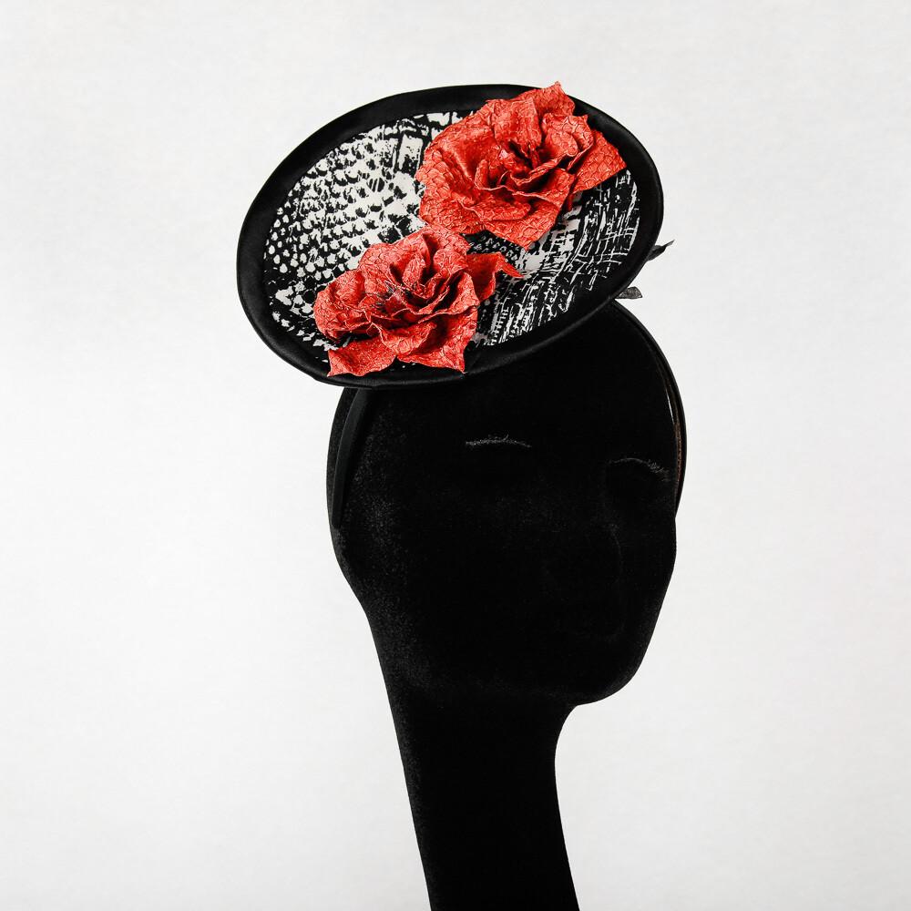 Fascinator disk - stof zwart wit print en oranje rozen in visleder