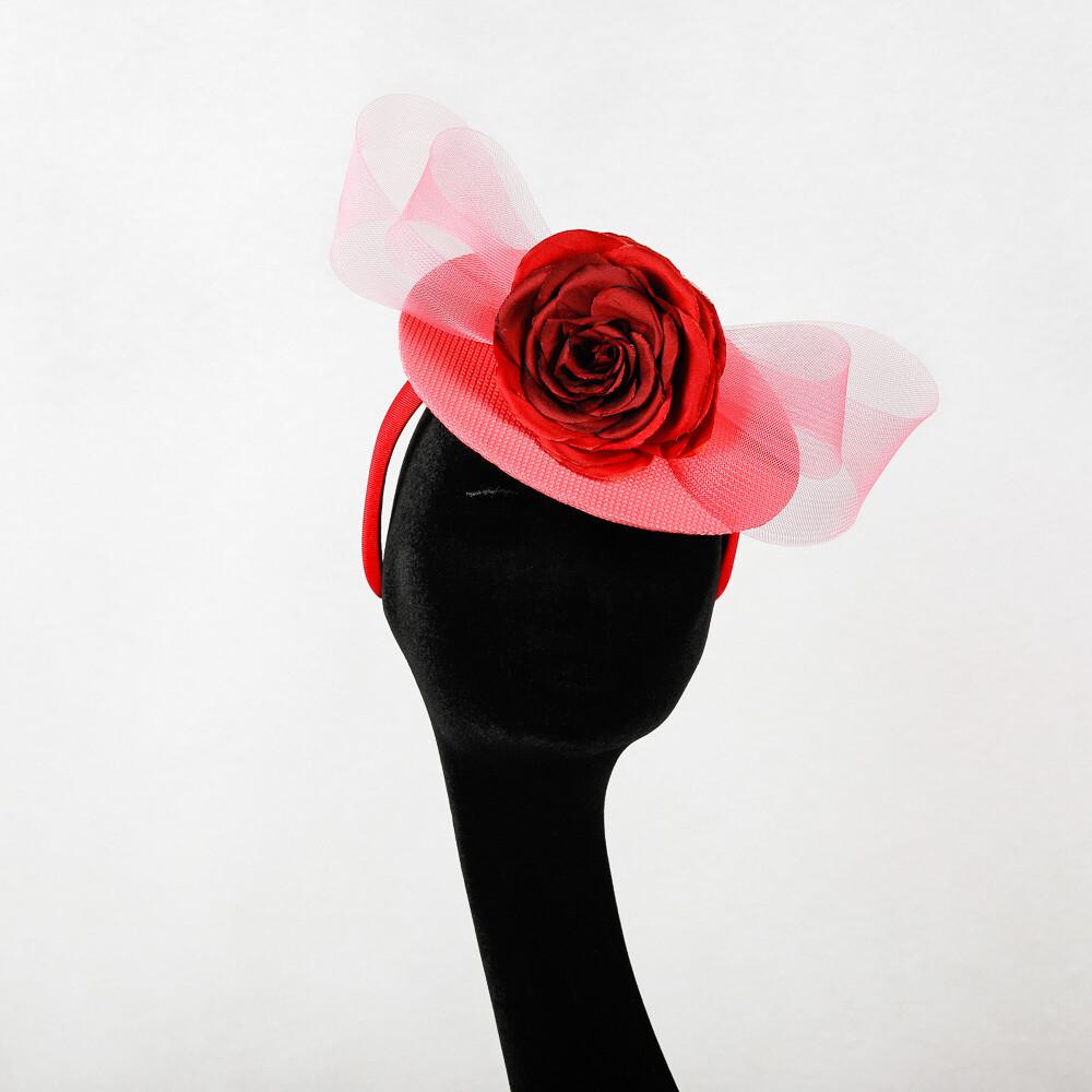 Fascinator disk - stof rood-roos met bloem en crine strik