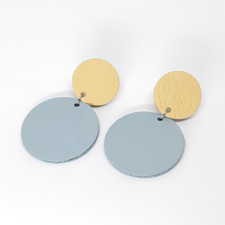 Statement oorbellen duo color - beige & licht blauw leder