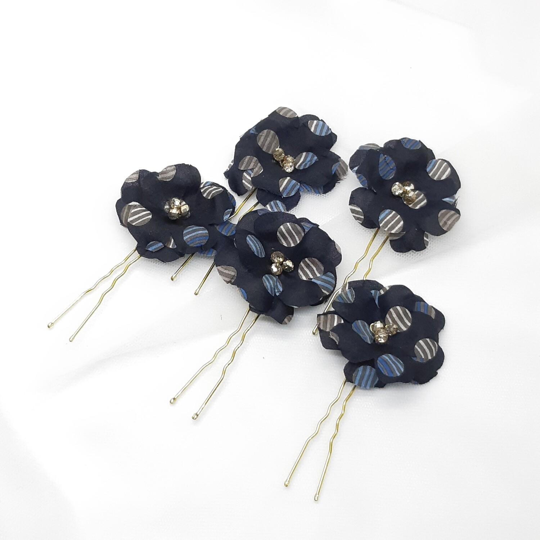 Haarpins - set van 5 spelden donker blauwe stoffen bloemen en gepareld hart