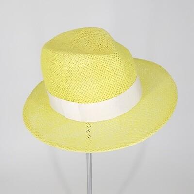Zomer fedora hoed in papyrus geel met hoge kroon