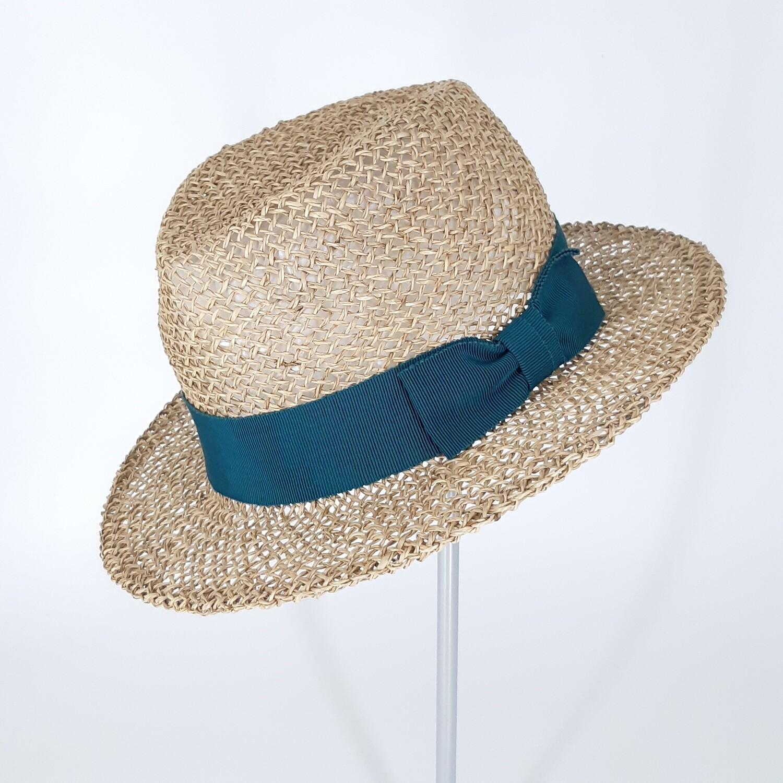 Zomer fedora hoed in zeegras met hoge kroon & brede rand