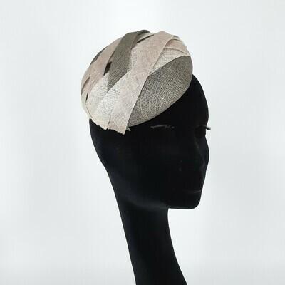 Fascinator - mini beret in tinten grijs - sinamay