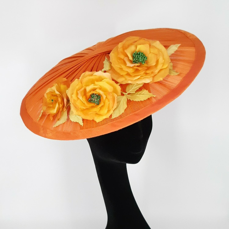 Fascinator - model Diorabella met zijden rozen tak