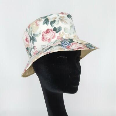 Bucket hoed met romantische rozen print