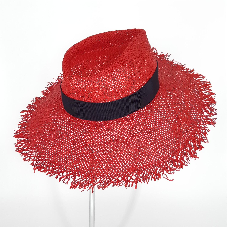 Faubourg zomer hoed met brede gerafelde rand in papyrus - rood en donker blauw