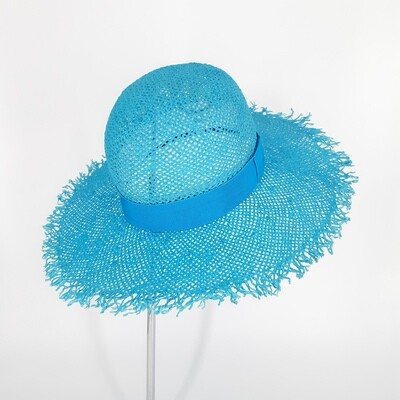 Klassieke zomer hoed met bolle kroon en brede gerafelde rand in papyrus - turkoois