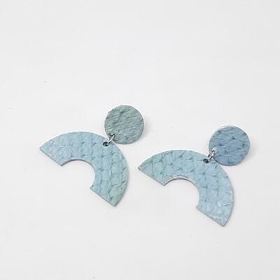 Oorbellen sterrenbeeld Aquarius/Waterman (20 jan-18 feb) licht blauw visleder