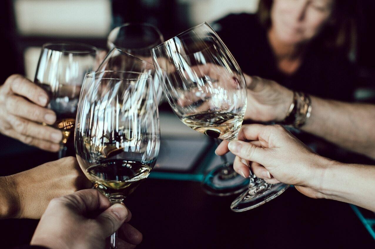 """""""WEISSWEIN-GENUSS gemischt für eine gesellige Runde"""" Weingut STADLER, Halbturn - 12 Flaschen à 0,75l (AT)"""