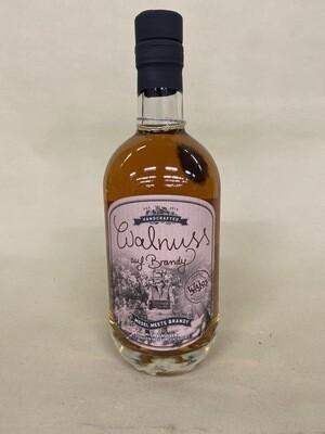 Spirituose Walnuss auf Brandy