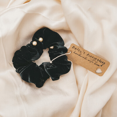 Scrunchie Black Velvet with Pearls