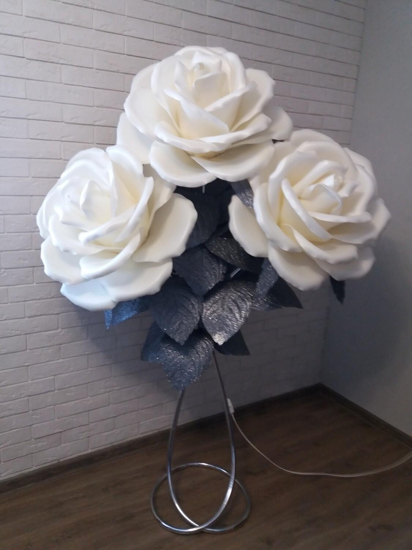 Роза три света