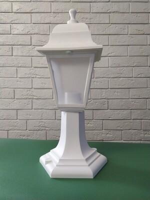 Светильник четырехгранный, белый, столбик