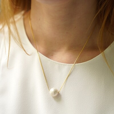 Gold plated necklace with natural pearl